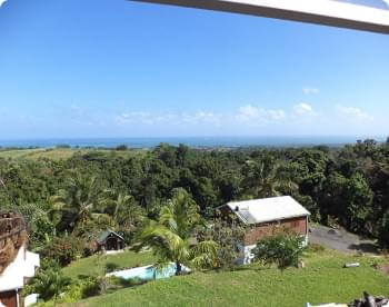 vue aérienne sur la propriété et sur l'océan