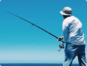 homme qui pêche en guadeloupe